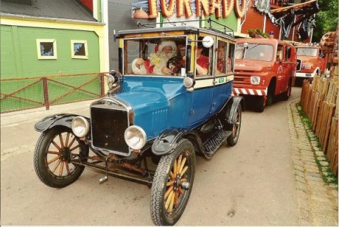 1922 Model T Ford with Santa